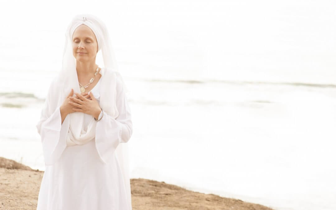 Snatam Kaur shares the Sat Narayan mantra to end the drums of war