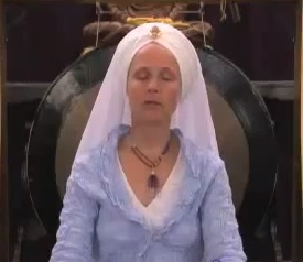 "Video: Snatam Kaur's Slow ""Poota Maataa Kee Asees"" Recitation"