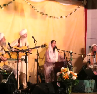 Video: Mere Meet Gurudev by The GuruGanesha Band