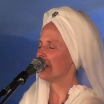 Video: Snatam Kaur Live at Sat Nam Fest:
