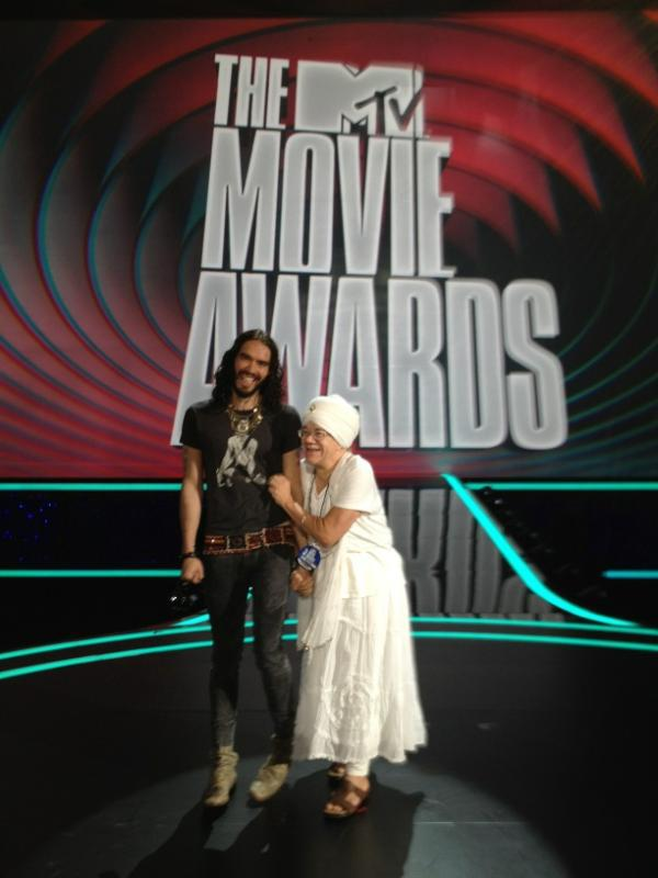 Kundalini Yoga at the MTV Movie Awards: Russell Brand and Tej